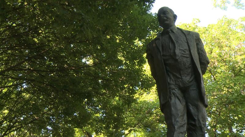 A kaposvári születésű Nagy Imre szobra a megyeszékhelyen.