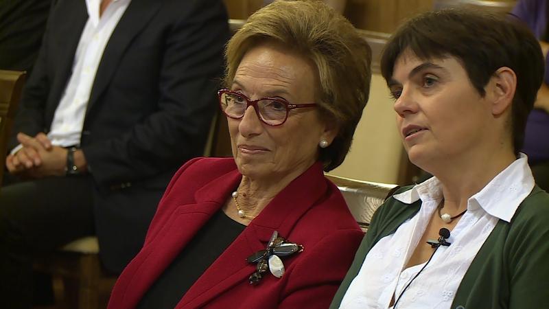 Balról Juan Gyenes lánya, Irenka Gyenes Vázquez