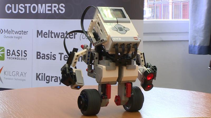 Fontos partner ebben a LEGO, ami a digitális bennszülöttnek született legkisebbeket is bevonja ebbe a fejlődésbe, egy külön nekik készülő terem segítségével.