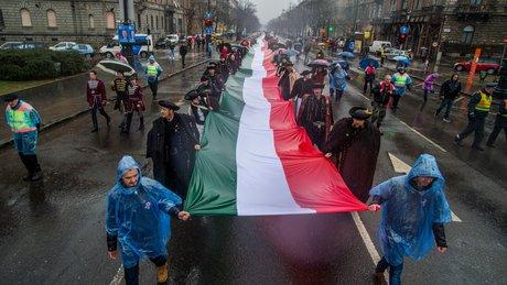 Ma van a magyar zászló és címer napja
