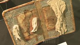 Könyvek drótból, textilből