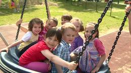 Birtokba vették a gyermekek a Holnemvolt játszóteret