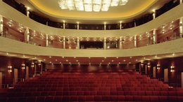 Kaposvári színészhallgatók a Vörösmarty Színháznál