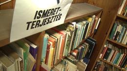 Újít a könyvtár