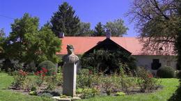 Felújított síremléket kapott Berzsenyi Dániel Niklán