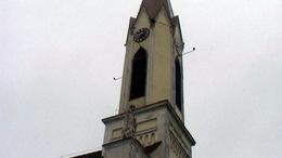 Omlik a ladi templom a forgalom miatt