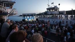 A Balaton közepén ad koncertet az Alma együttes