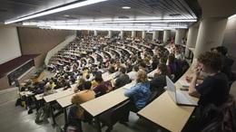 Támogatják a külföldön tanulókat