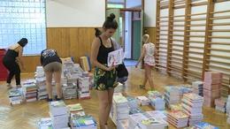 Megérkeztek a tankönyvek a kaposvári iskolákba