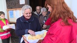 Megszentelt kenyeret osztottak ma a kaposvári templomokban