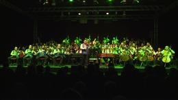 Telt ház előtt koncertezett a 100 Tagú Cigányzenekar