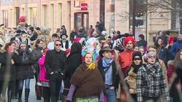Több ezren űzték el a telet a Kossuth téren