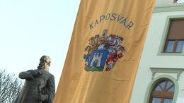 Ünnepel a város: felvonták Kaposvár zászlaját