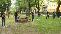 Mini utcakoncerteket adott Kaposváron a Vivat Bacchus férfikar