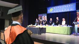 Megkezdődtek a rendhagyó diplomaosztók
