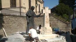Megérkezett Kaposvárra Márton Áron szobra