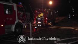 Lángoló családi házhoz riasztották a tűzoltókat