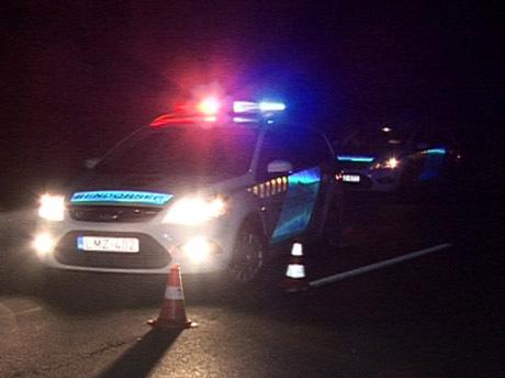 Rendőrkocsi éjszaka