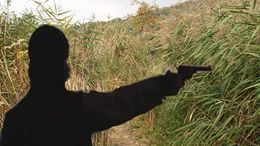 Lelőtte, feldarabolta, majd a nádasba rejtette áldozatait