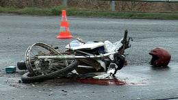 Életét vesztette a teherautóval ütköző motoros