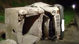 Betonnak csapódott a Trabant