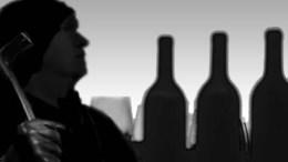 Végigkóstolta a borokat a betörő