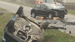 Videóval! Három autó ütközött Kaposváron