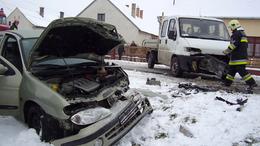 Vészhelyzet a somogyi utakon: támadott a hó