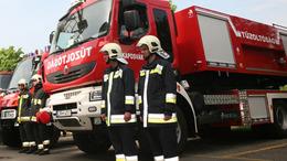 Új tűzoltó járművek Somogyban