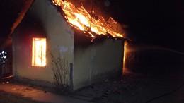 Az autó is megsemmisült a tűzben