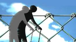 Kerítésen akadt az idős betörő