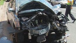 Könnyebben sérültek a villanyoszlopnak csapódott autóban