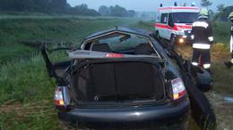 Kirepült az autóból és meghalt két férfi a 67-es úton