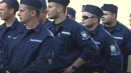 Állandó a rendőri jelenlét az elöntött településeken