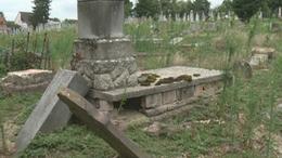 Maximum időre felfüggesztett börtönbüntetés a zsidó temető rongálóinak