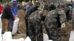 Még egy hajléktalan is adakozott az árvízkárosultaknak!