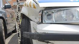 Belerohant a kaposvári rendőrautóba