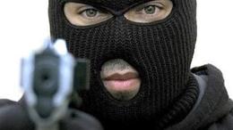 Fegyveres rablás! Kirámolták a balatonszentgyörgyi bankfiókot