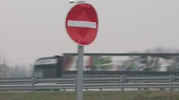 Visszafordítják a kamionokat az M7-es autópálya egy szakaszán