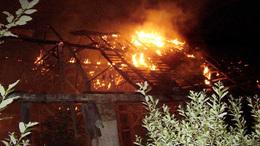 Leégett egy pajta teteje Nagybajom külterületén