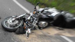 Részeg autóssal ütközött a rendőrmotoros