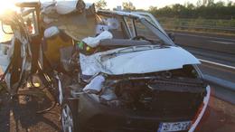 Kamion és kisbusz ütközött, egy ember meghalt