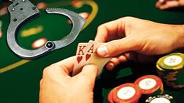 Póker klubot fedezett a hivatalával visszaélő rendőr