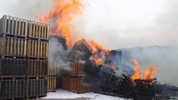 A raklapgyár oltásánál a siófoki tűzoltók is segítettek