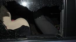 Előbb feltörte, majd kipakolta az autót