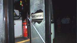 Bántalmazás! Arcon öntötték sörrel és megverték a buszsofőrt