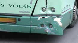 Autónak ütközött egy távolsági busz
