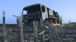 Pótkocsis takarmányszállító lángolt
