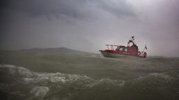 A Balaton közepén vesztegelt a kishajó