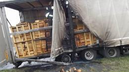 Tüzet fogott a tűzifás kamion